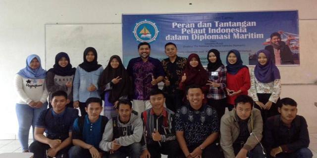"""Kuliah Dosen Tamu """"Peran dan Tantangan Pelaut Indonesia dalam Diplomasi Maritim"""""""