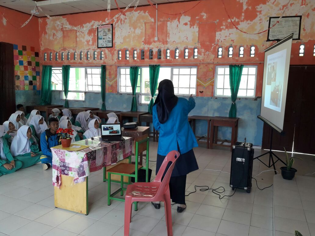 Presentasi di SMA Regional Tanjung Balai Karimun