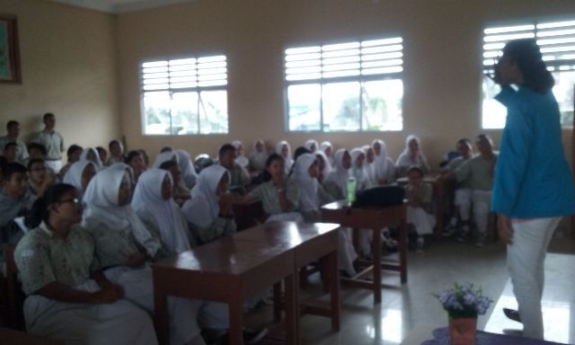 Presentasi di SMA Regional Batam