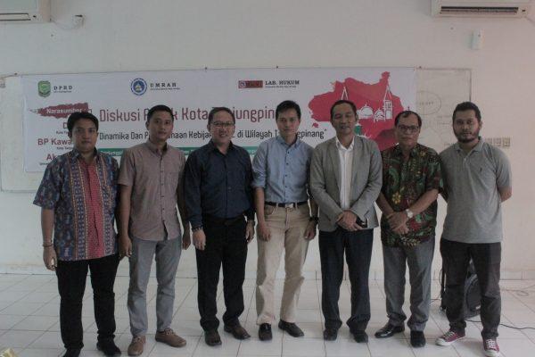 """Nara Sumber Diskusi Publik Kota Tanjungpinang Ady Muzwardi, M.A., M.H.I.  """"Dinamika & Pelaksanaan Kebijakan FTZ di Wilayah Tanjungpinang"""" 30 November 2017"""